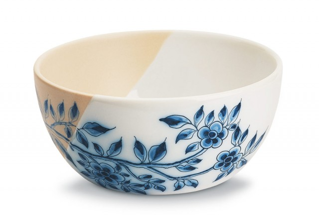 Non-Temporary Large bowl with blue majolica decoration