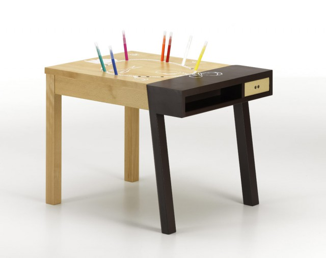 Porcupine Desk, brown, with pencils