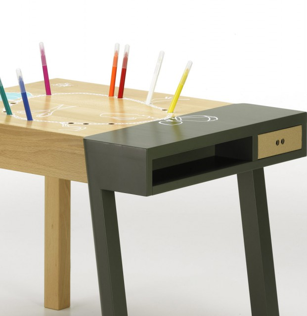 Porcupine Desk Green with pencils