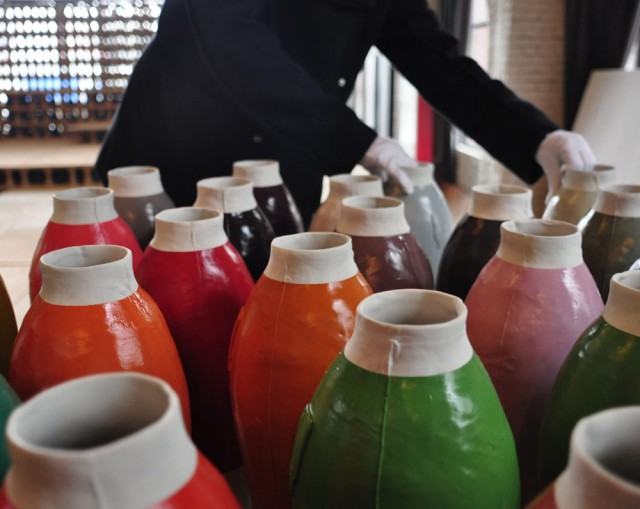 Unpacking the coloured vases