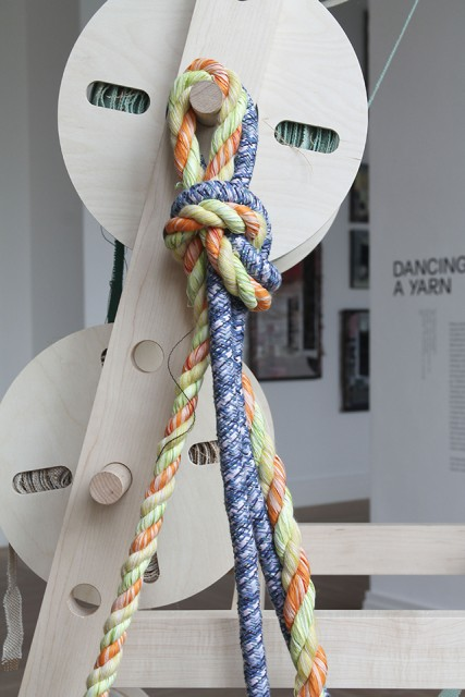 Detail of the installation with one braided rope and one twisted rope, 2021