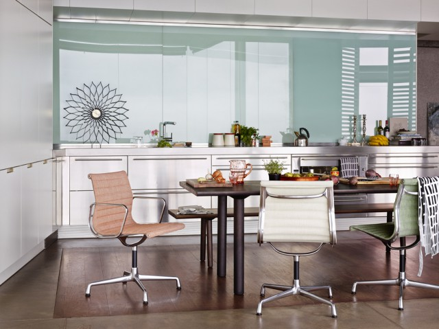 Eames Alu Chair in action